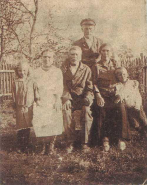Nieznana rodzina, być może Jakób Pyryt z rodzicami? (zdjęcie MR0397)