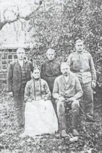 Maria i Jan Wilkowie z dziećmi: Józefem, Antoniną i Antonim (zdjęcie MR0407)