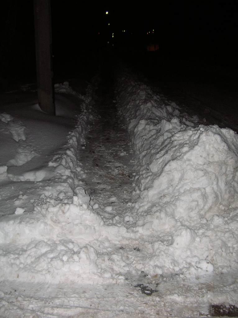 Chodnikowy śnieżny tunel