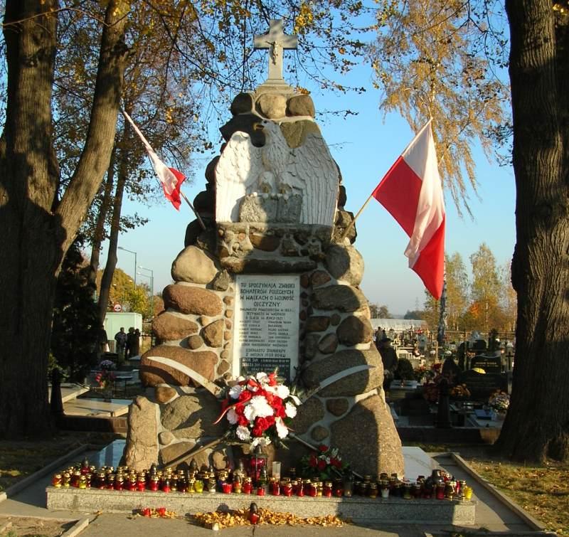 Mogiła powstańcza na praszkowskim cmentarzu