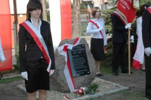 Odsłonięcie tablicy upamiętniającej ofiary katyńskie 1940-2010 (źródło: www.ipn.gov.pl)