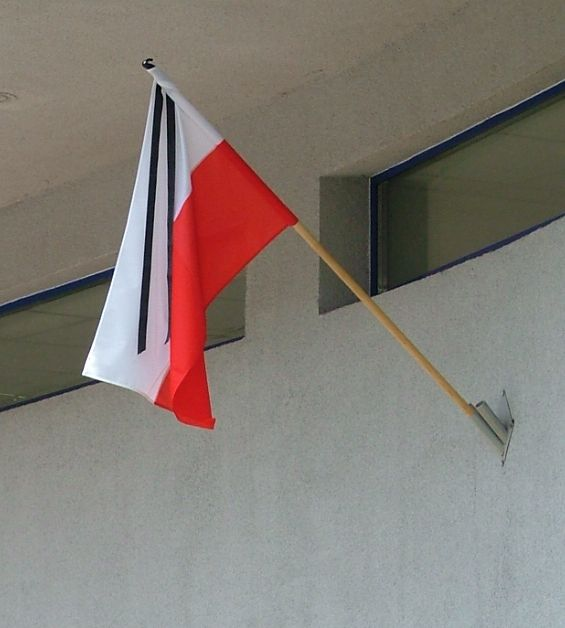 flaga z kirem, fot. Alina Zienowicz CC-BY-SA Wikimedia Commons