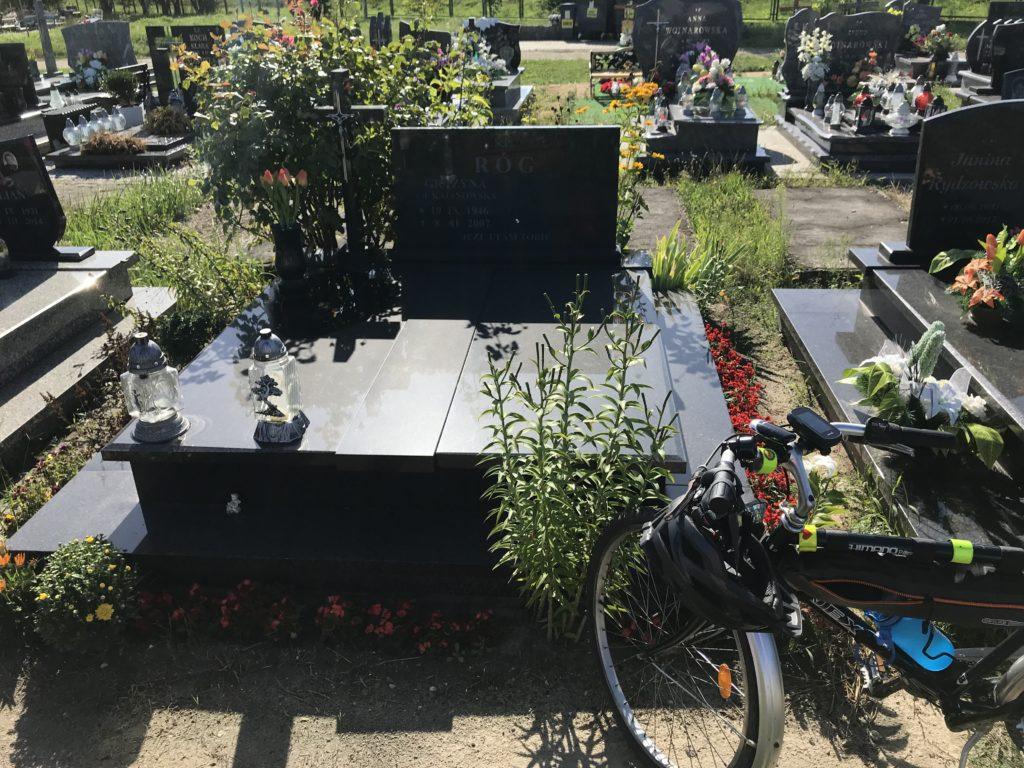 grób mamy Grażyny w Brzegu; fot. MR
