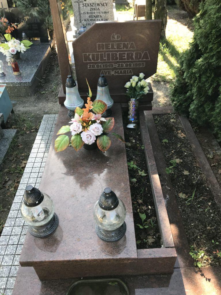 babci już był, czas na jej rodzeństwo — grób cioci Heli w Brzegu; fot. MR