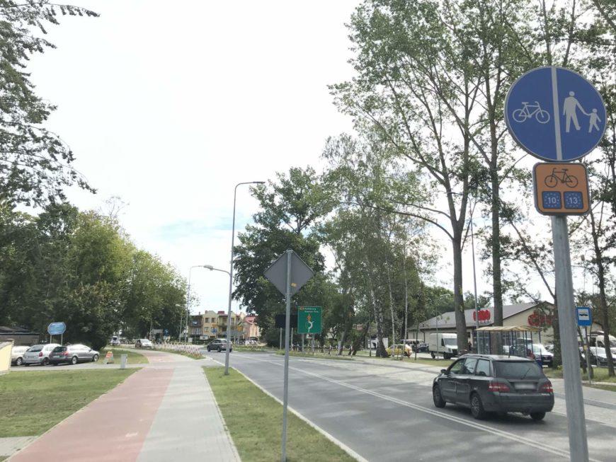 znak C-13/C-16 (droga rowerowa obok drogi dla pieszych) na drodze rowerowej nr R10 (EV10/EV13), fot. własna MR 2020 ©